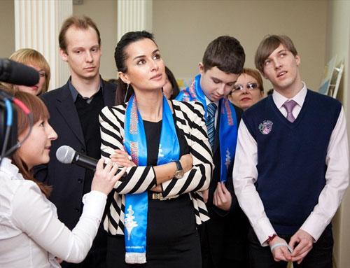 Всегда в жизни наступает момент, когда ты молод, накопил много энергии, которую хочется реализовать, а твой регион, Родина, страна, не дает тебе такой возможности. И тогда ты решаешь мигрировать. Но, глядя на сегодняшний Татарстан, я уверена: у жителей республики таких мыслей нет. В Татарстане созданы условия для индивидуального развития каждого отдельно взятого человека», – отмечает Тина Канделаки.