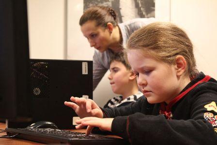 «ФИНАМ» открыл школу юных программистов