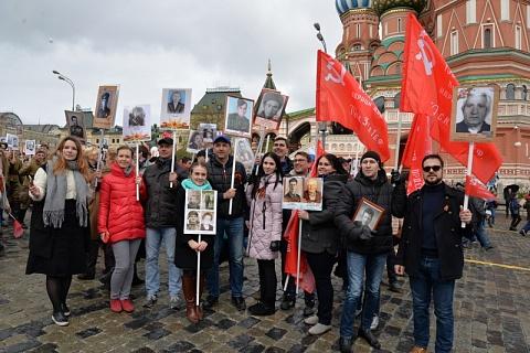Путин присоединился кшествию «Бессмертного полка»