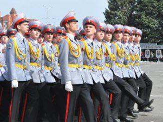Школьники и студенты стали участниками Парада на Театральной площади г. Саратова