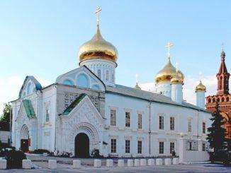 Православные храмы и исламские мечети в Казани