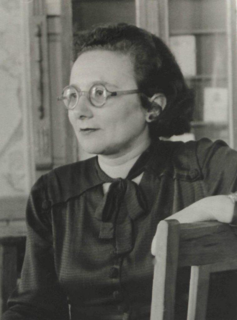 воспитывала Валю мама, Марианна Фёдоровна Гейлиг